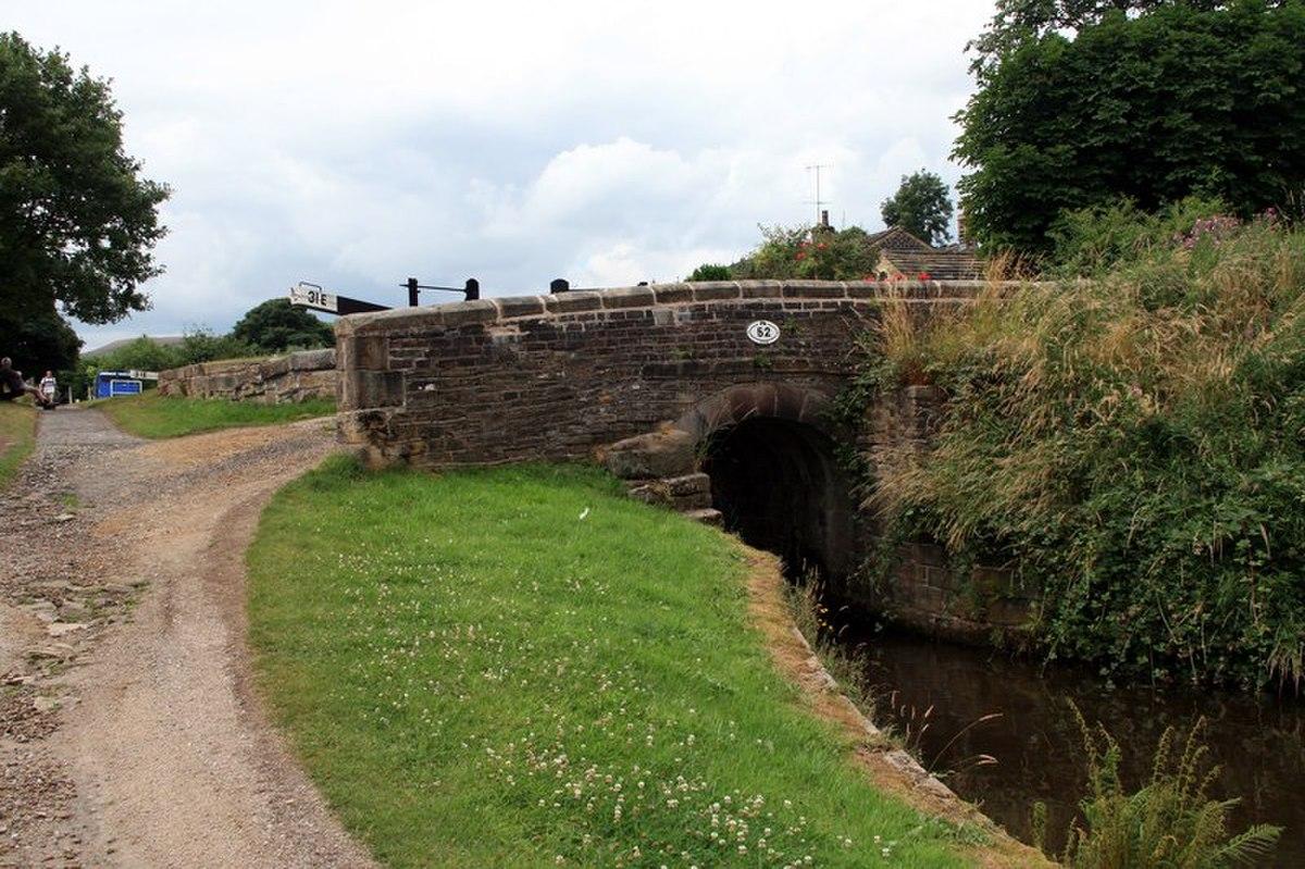 Bridge No 52, Huddersfield Narrow Canal.jpg