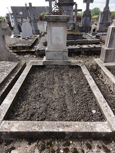 Brissy-Hamégicourt (Aisne) cimetière d'Hamégicourt, tombe soldat 1914-18