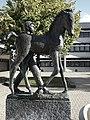 Brunnen Skulptur von Walter Hürlimann (1934–2005) für Albert Meyer (1870–1953) Politiker. Standort, Gemeindeplatz von Fällanden, Zürich (4).jpg