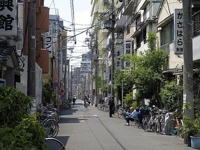 640px-Budget_hotels_in_San%27ya_district