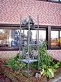 Buitenpost - Het overleg (1977) van Wilma Burgers-Gerritsen.jpg