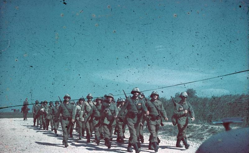 Bundesarchiv N 1603 Bild-241, Rumänische Infanterie auf dem Marsch