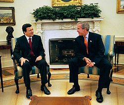 President Barroso meeting President Bush at the White House in 2003.