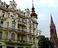 Bydgoszcz, kościół ewangelicki, ob. rzym.-kat. par. p.w. śś. Piotra i Pawła, 1872-1876 na tle kamienicy b.jpg