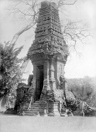 Trowulan - Bajang Ratu in 1929, before restoration