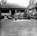 COLLECTIE TROPENMUSEUM Javaanse dans op een erf in Cheribon TMnr 10004632.jpg