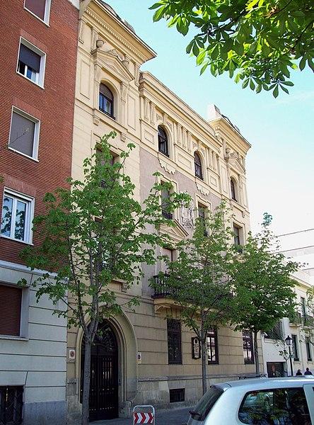 File:Calle de Padilla 38 (Madrid) 01.jpg