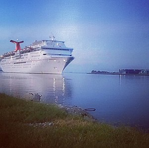 Carnival Paradise - Image: Carnival Paradise entering Port Tampa Bay