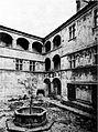 Castello di issogne, pozzo e cortile, fig 84 foto nigra.jpg