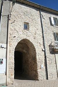 Causses-et-Veyran portal.JPG