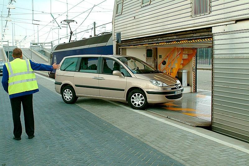 File:Chargement voiture Eurotunnel.jpg