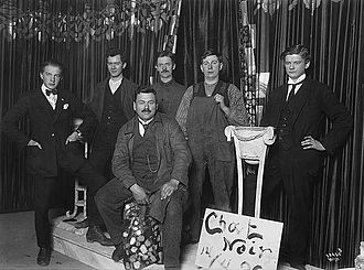 Chat Noir - Group of Chat Noir actors in 1920.