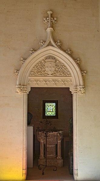 File chateau de vez encadrement de porte au rez de for Porte de la chapelle