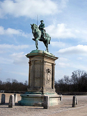 Anne de Montmorency - Equestrian monument to Anne de Montmorency in the courtyard of his Château de Chantilly