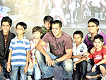 Chillar Party kids with Salman Khan (Producer) - Best Child Artist - Chillar Party
