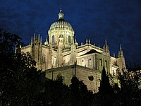Cimborrio de la Catedral Nueva de Salamanca de noche.jpg