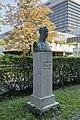 Clemens Pirquet Denkmal, AKH.jpg