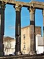 Colunas-Templo romano de Évora.jpg