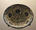 Conca, pisa de Manises, sèrie clavellines, segle XVIII, museu de Ceràmica de València.JPG
