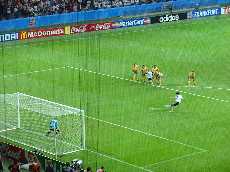 File:Confed-Cup 2005 Eröffnungsspiel (Elfmeter Ballack).JPG