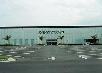 Bloomingdale's - Image: Costa Mesa Bloomingdales