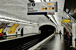 Couronnes Metro, Paris 23 July 2014.jpg