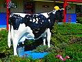 Dairy Cow Statue - panoramio.jpg