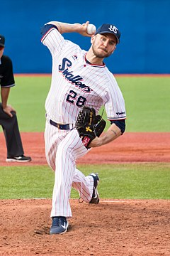 David Buchanan Yakult Swallows 2017-06-17 (cropped).jpg