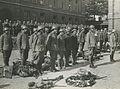 De drie detachementen van het 8e en 19e regiment infanterie ontvangen aan het ei – F40441 – KNBLO.jpg