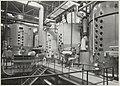 De enorme ketels in de CSM suikerfabriek waarin het diksap wordt gekristalliseerd. NL-HlmNHA 54014462 01.JPG