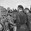 De prins neemt afscheid van een lid van Binnenlandse Strijdkrachten te Delft, Bestanddeelnr 900-4749.jpg