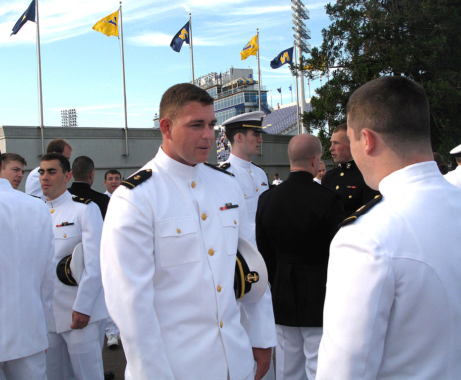 reasons to become a naval officer