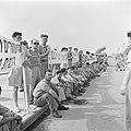 Demonstratie van gedemobiliseerde militairen in 1949 voor het gebouw van de kne…, Bestanddeelnr 255-1342.jpg