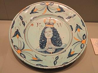 Brislington - Dish commemorating William III, c. 1689-1702, Brislington, tin-glazed earthenware (English delftware)