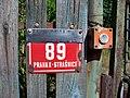 Dolínecká E89, číslo a zvonek.jpg