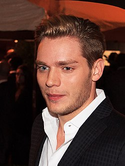 Dominic Sherwood (22429006997).jpg
