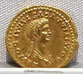 Domiziano e domizia, aureo, 82-83 dc.JPG