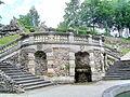 Donndorf - Schlosspark Fantaisie - Kaskadenanlage 02 - Plattform mit Balustrade (15.04.2007).jpg