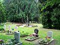 Dresden Markusfriedhof Kindergräber Figur Urnengemeinschaftsanlage.JPG