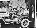Duitse kampbewaarders worden afgevoerd per jeep, Bestanddeelnr 900-8579.jpg