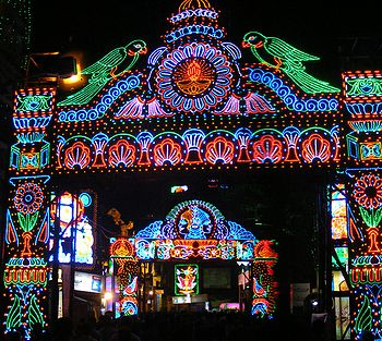 English: Street Lights in Kolkata during Durga...