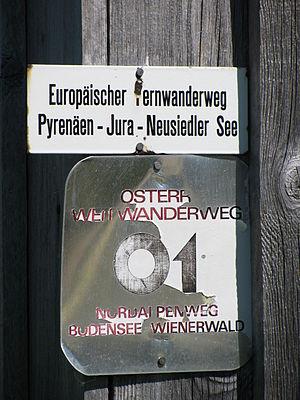 E4 European long distance path - Trail labels of the 'E4' and the 'Österreichischer Weitwanderweg 01' near Fontanella, Austria