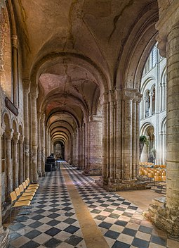 The south aisle of the nave looking west Ely Cathedral South Nave Aisle, Cambridgeshire, UK - Diliff.jpg