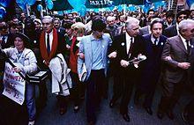 Roma, 1985, Marcia della Pace: Enzo Tortora, Adelaide Aglietta (dietro), Giovanni Negri, Loris Fortuna, Flaminio Piccoli, Giuseppe Zamberletti