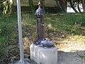 Erla 13 une fontaine proche de la une chapelle en haut du village.jpg