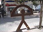 Escultura de un indalo en las calles de Almería