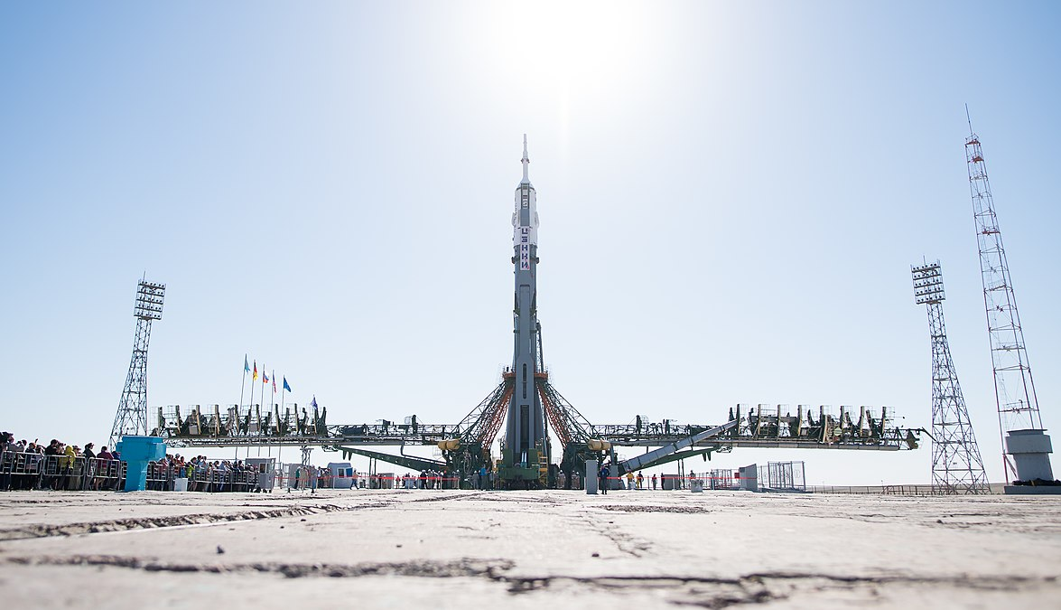 Expedition 56 Soyuz Rollout (NHQ201806040034).jpg