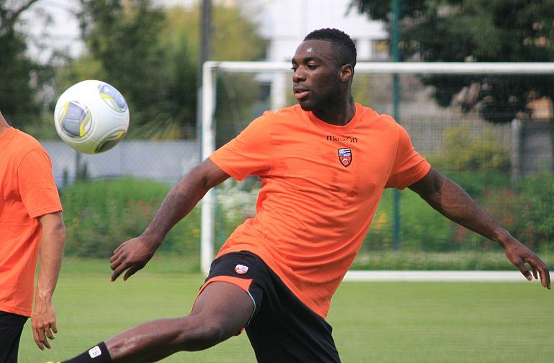 File:FC Lorient - June 27th 2013 training - Gilles Sunu.JPG