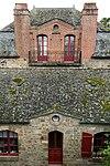 Façades du presbytère et du bâtiment (Le Mont-Saint-Michel, Manche, France).jpg