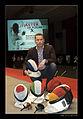 Fabrice Marinoni - masques d'escrime peints première mondiale avril 2011.jpg